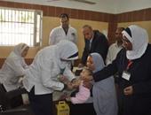 محافظ الوادى الجديد يتابع فعاليات حملة تطعيم الأطفال ضد مرض الحصبة