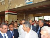 بالصور.. وزير النقل يحيل مسئولى محطة سكك حديد بورسعيد للتحقيق لسوء الخدمة