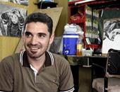 بالصور.. فنان سورى يحول محل حلاقة فى مخيم الزعترى إلى معرض للوحاته