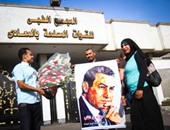 مؤيدو مبارك يحتفلون اليوم بذكرى انتصار العاشر من رمضان أمام مستشفى المعادى