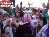 بالفيديو..رقص أنصار مبارك على الأغانى الوطنية أمام المعادى العسكرى