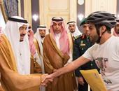 بالصور.. خادم الحرمين الشريفين يستقبل أمراء ومواطنين بقصر السلام