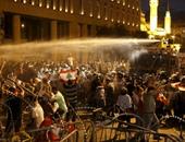 تراجع أعداد المتظاهرين فى بيروت بعد استخدام المياه والقنابل المسيلة