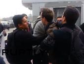 بالفيديو.. أتراك يعتدون بالضرب على جنديين أمريكيين ويصفونهما بالقتلة