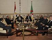 محلب يعقد جلسة مباحثات مع نظيره الجزائرى بمطار هوارى بوميدين