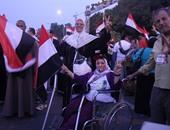 إذاعة أغانٍ وطنية تأييدًا للجيش أمام النصب التذكارى بمدينة نصر