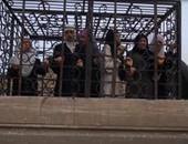 بالفيديو والصور.. إسلاميون متطرفون يأسرون عشرات السوريين داخل أقفاص حديدية
