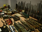 الداخلية تضبط 49 قطعة سلاح و 13 ألف طلقة بحوزة 3 أشخاص بالمنيا