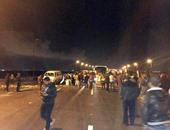"""قارئ يشارك """"صحافة المواطن"""" بصور أهالى قرية أبيس بالإسكندرية يقطعون الطريق"""