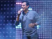"""صفحة إيهاب توفيق على """"فيس بوك"""" تنسب تأجيل ألبومه الجديد لشركة """"عالم الفن"""""""