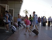 مطار شرم الشيخ يستقبل 2396 سائحا على متن 26 رحلة مصرية ودولية