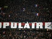 الجماهير تحمل علم فرنسا فى أول مباراة بعد تفجيرات باريس