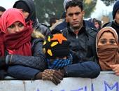 معاناة اللاجئين على حدود اليونان بعد أحداث فرنسا تدفعهم للتظاهر