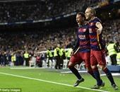 بالفيديو..  إنييستا يحرز هدف برشلونة الثالث فى شباك الريال بالكلاسيكو
