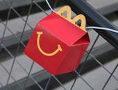 إعلانات التليفزيون واللعب وسائل مطاعم الوجبات السريعة لاستدرج الأطفال