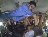 """قارئ يشارك """"صحافة المواطن"""" بصورة تكدس الركاب داخل قطار الزقازيق"""