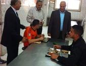 بالصور.. نائب رئيس جامعة بنها يتفقد مطاعم وملاعب مدينة الطلبة