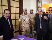 محافظ القاهرة يطمئن على فتح لجان العاصمة ويطلب من المواطنين المشاركة فى الانتخابات