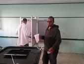 طرد مندوب مرشح بحدائق القبة لسماعه الأغانى داخل اللجنة الانتخابية