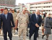 محافظ القاهرة يتفقد اللجان الانتخابية بمدرسة المستقبل للغات فى مدينة نصر