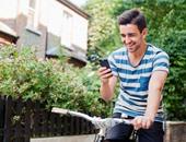 دراسة:الموبايل يؤثر على شكل الجسم والحالة المزاجية ويسبب انحناء ظهر الشباب