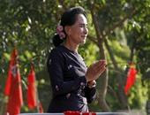 بالصور.. الآلاف يحتشدون مع زعيمة معارضة قبل انتخابات البرلمان بميانمار
