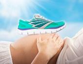3 أنواع من الأحذية تكفل لكِ حملا صحيا.. ابعدى عن الكعب