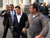 إسلام بحيرى يرتدى البدلة الزرقاء بطرة تنفيذا لحكم سجنه سنه لازدراء الإسلام