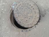 استجابة لصحافة المواطن.. مياه الشرب والصرف بالغربية تغطى بالوعة فى المحلة