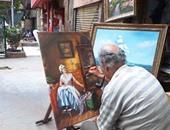 """بالفيديو..بعد دراسته بإنجلترا..""""عم أحمد"""" يرسم لوحات فنية بالسيدة زينب:""""وطنى حلو"""""""