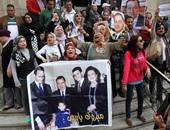 بالفيديو.. أبناء مبارك يصلون إلى مقبرة حفيده لإحياء الذكرى الثامنة لوفاته