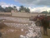 بالصور.. إزالة 7 حالات تعد على الأراضى الزراعية غرب بنى سويف