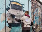بعد ربع قرن من إزالته.. بالصور: رسومات جرافيتى تخلد ذكرى هدم جدار برلين