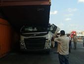 زحام مرورى على طريق إسكندرية الزراعى بسبب انقلاب حاوية قطع غيار سيارات