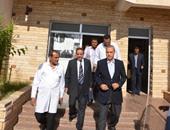 محافظ قنا يتفقد مستشفى أبو تشت المركزى