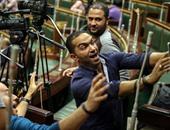 بالفيديو والصور.. الصحفيون ومراسلو القنوات يلتقطون السيلفى داخل مجلس النواب