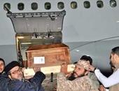 بالصور.. وصول جثمان أبو أنس الليبى إلى مطار معيتيقة بالعاصمة طرابلس
