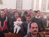 المئات من الأقباط يؤدون الصلاة فى الكنائس بكفر الشيخ