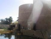 بالصور..تسرب مياه الصرف الزراعى يهدد بانفجار محطة بترول بالوادى الجديد