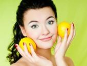 فيديو معلوماتى.. الليمون مش بس للأكل.. 5 وصفات يستخدم فيها لتفتيح البشرة