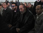 وصول محمود ياسين وزوجته شهيرة لمسجد الحصرى لتشييع جثمان فاتن حمامة