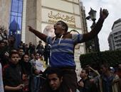 """متظاهرون يتجمعون أمام """"الصحفيين"""" والأهالى يهتفون للرئيس بشارع عبد الخالق ثروت"""