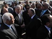 رئيس الوزراء يتفقد شوارع العاصمة مستقلاً أحد أتوبيسات جراج التحرير