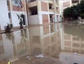 القرموطى يعرض صورًا لمدرسة غارقة بمياه الصرف الصحى بالإسكندرية