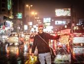 المصريين يتحدون الأمطار ويحتفلون باستقبال 2016