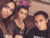 بالصور.. كيم كاردشيان تحتفل مع أصدقائها بالعام الجديد