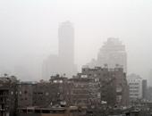 عواصف ترابية تعيق الرؤية على الطرق وانخفاض الحرارة فى القاهرة والجيزة