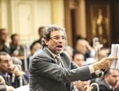 النائب خالد يوسف يعود للجلسة العامة للبرلمان بعد انسحابه