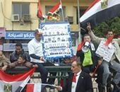 مواطنون يحتفلون بذكرى ثورة 25 يناير بميدان التحرير