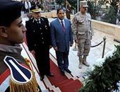 بالصور.. قيادات الغربية تضع إكليل الزهور على النصب التذكارى لشهداء الشرطة